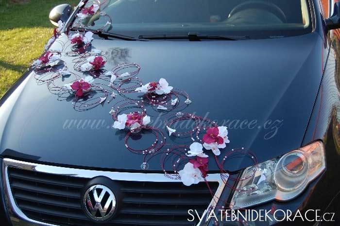 0d2f46ea3f3 Svatební dekorace na auto - doplňky a dekorace na svatební auto